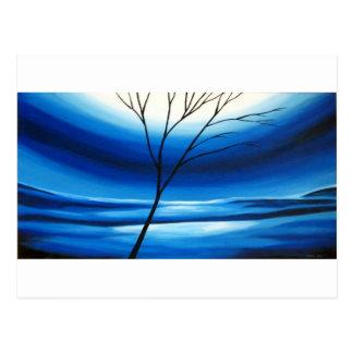 Cielo azul del árbol abstracto postal