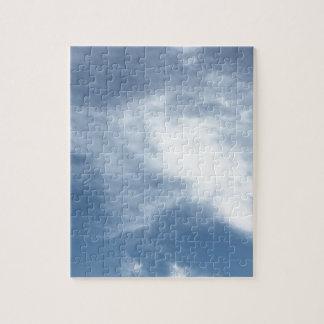Cielo azul y nubes blancas puzzle
