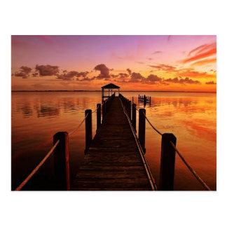 Cielo de la puesta del sol postal
