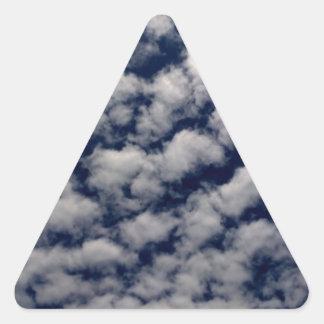 Cielo hermoso pegatina triangular