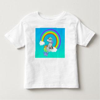 ¡Cielos azules del unicornio del arco iris lindos Camiseta