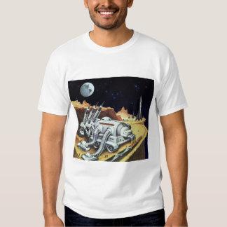 Ciencia ficción del vintage, estación espacial en camiseta