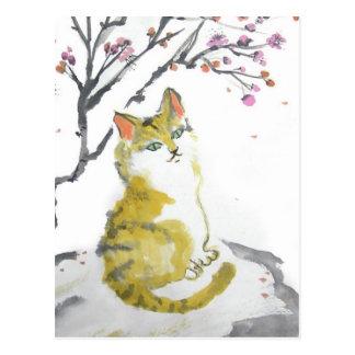 Cierre anaranjado del gato de Tabby encima de la Postal