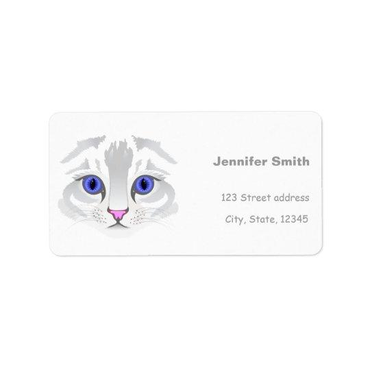 Cierre blanco lindo de la cara del gato de tabby etiqueta de dirección