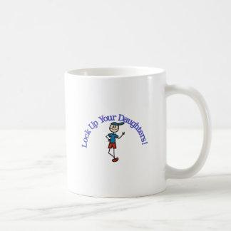 Cierre para arriba a sus hijas taza de café