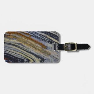Ciérrese para arriba de una losa estriada del etiquetas para maletas