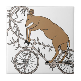 Ciervos que montan su bici de la asta azulejo