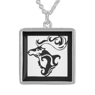 Ciervos salvajes magníficos collar de plata de ley