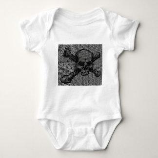Cifre el cráneo y el concepto de la piratería de body para bebé