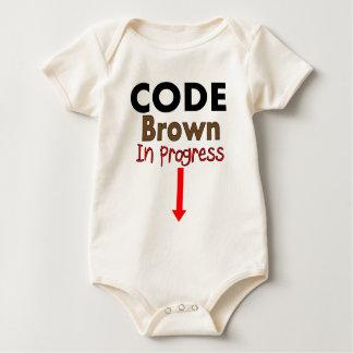 Cifre las camisetas EN CURSO de los niños de Brown