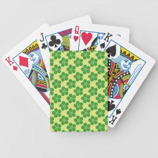 Cinco tréboles afortunados de la hoja cartas de juego