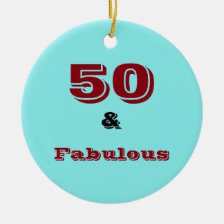 Cincuenta y ornamento fabuloso de la celebración adorno navideño redondo de cerámica