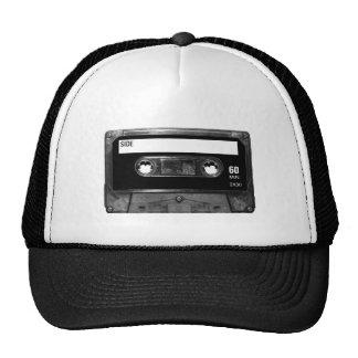 Cinta de casete negra de la etiqueta gorras