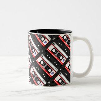 Cinta de casete retra de los años 80 taza bicolor