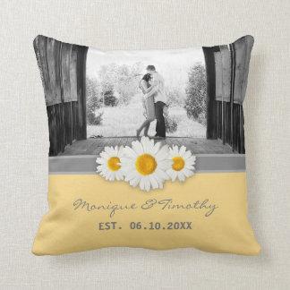 Cinta de la margarita - boda gris y blanco cojín decorativo
