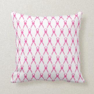 Cinta rosada con una pequeña almohada del corazón