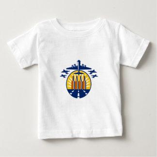 Círculo de la botella de cerveza del bombardero camiseta de bebé
