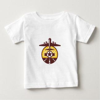 Círculo de pista de la estrella del bombardero camiseta de bebé