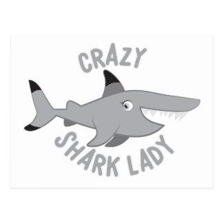 círculo loco de la señora del tiburón postal