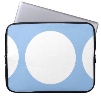 Círculos blancos en azul claro manga computadora