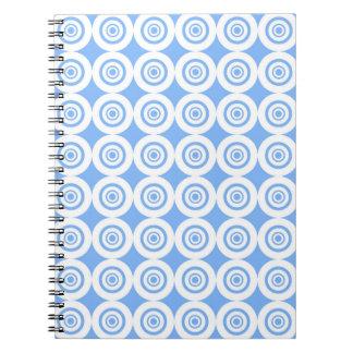 Círculos geométricos azul claro y blancos del libros de apuntes con espiral