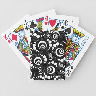 Círculos retros blancos negros de la cosecha baraja de cartas bicycle