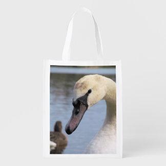 Cisne mudo joven bolsas de la compra
