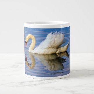 Cisne mudo, olor del cygnus taza de café gigante