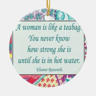 Cita fuerte de la mujer, ornamento del navidad