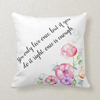 Cita inspirada, almohada floral del algodón