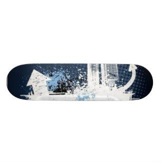 Ciudad azul salpicada del grunge tabla de patinar