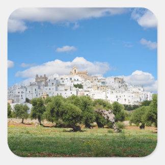 Ciudad blanca Ostuni con los olivos, pegatina de