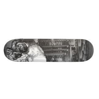 Ciudad de la niebla con humo tabla de skate