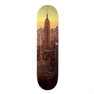 Ciudad del horizonte de Nueva York con el estado d Monopatín 21,6 Cm