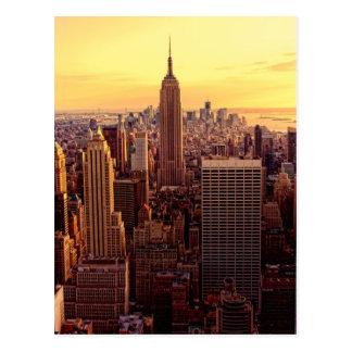 Ciudad del horizonte de Nueva York con el estado d Postal