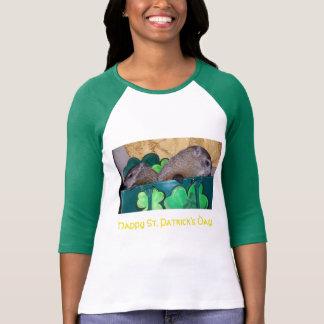 Clara y camiseta del día de Maude St Patrick