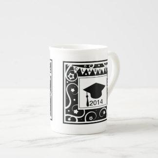 Clase blanco y negro de graduación de encargo del  taza de porcelana