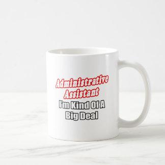 Clase del ayudante administrativo… de una gran cos tazas de café