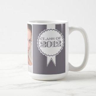 Clase gris de taza de la graduación de 2012 fotogr