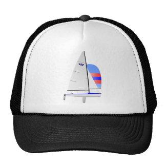 Clase olímpica del onedesign del velero que compit gorras
