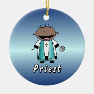 Clero religioso del sacerdote del empleo adorno redondo de cerámica