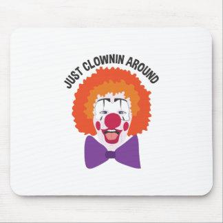 Clownin alrededor alfombrilla de ratón