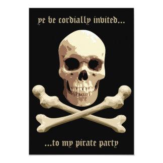 Club del pirata - cráneo y bandera pirata invitación 12,7 x 17,8 cm