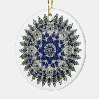 Cobalto y ornamento blanco de la mandala adorno navideño redondo de cerámica