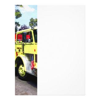 Coche de bomberos amarillo folleto 21,6 x 28 cm