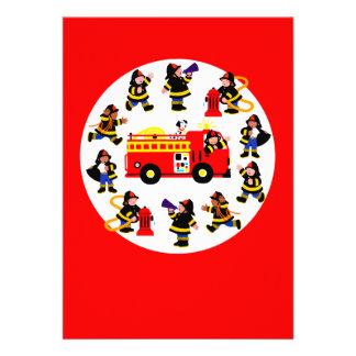 Coche de bomberos con los bomberos ocupados invitación