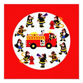 Coche de bomberos con los bomberos ocupados invitación 13,3 cm x 13,3cm