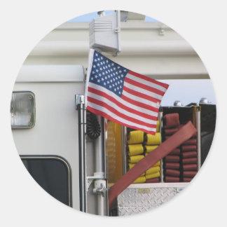 Coche de bomberos patriótico pegatina redonda