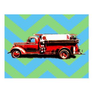 Coche de bomberos rojo del vintage postal