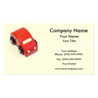 Coche de madera rojo del juguete plantilla de tarjeta personal